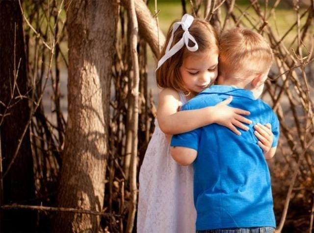 Happy Hug Day 2018 Hindi Status Shayari, Latest Hugs Images, hug sms in hindi, latest hug images, hug sms for girlfriend-boyfriend, friends hug day images, Happy Hug Day 2017 Hindi Status Shayari, Latest Hugs Images, Happy Hug Day 2018 Hindi Status Shayari, Latest Hugs Images LoveSove.com