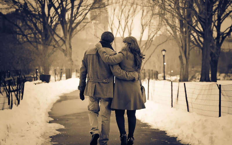 Couple+Walking+Together+Wallpaper