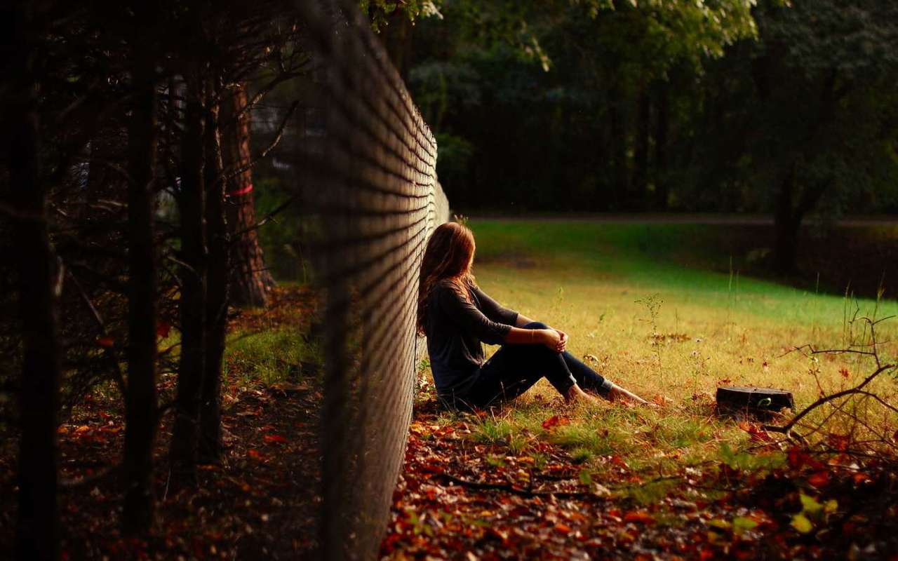 alone-girl-sit-in-garden-lovesove