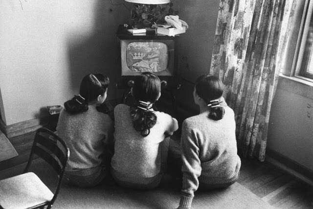 people-watching-tv-90s
