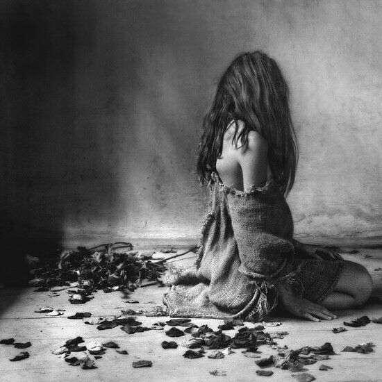 alone-girl-sad-image-black-white-lovesove