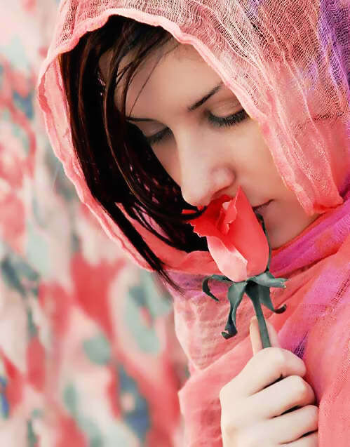 amazing-girls-with-rose-pics-for-fb-lovesove