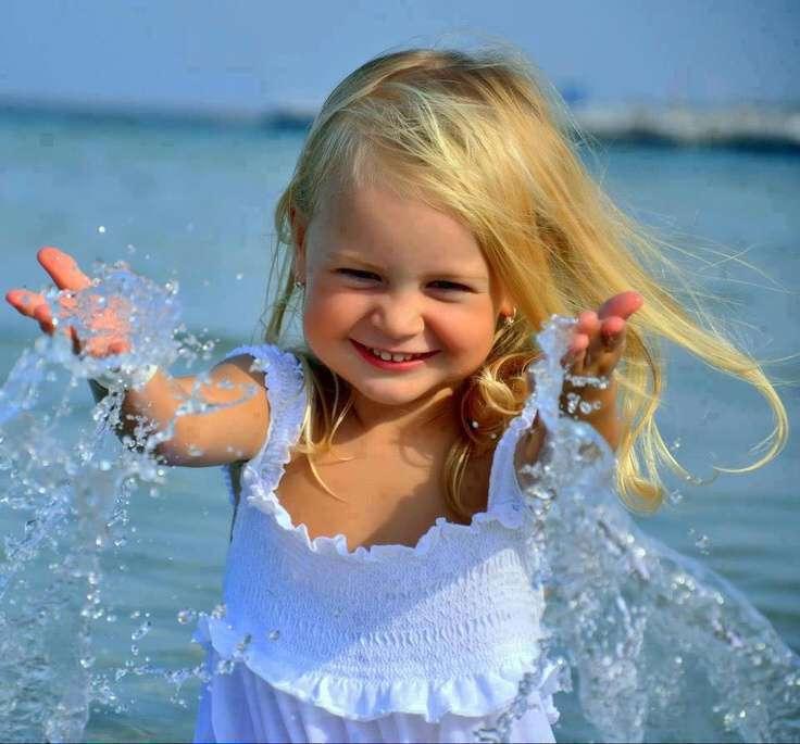 happy-cute-girl-beach-lovesove