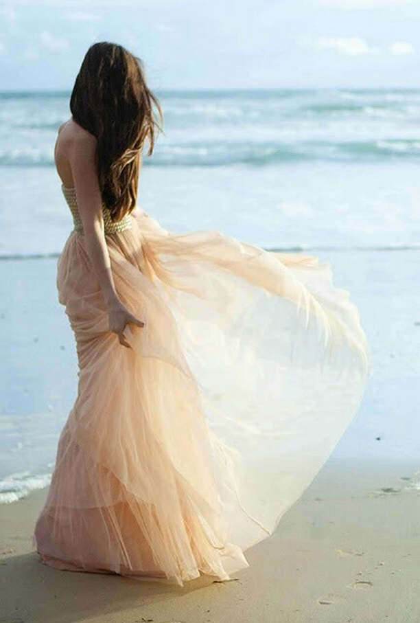 Gorgeous-Beach-wedding-gown-girl
