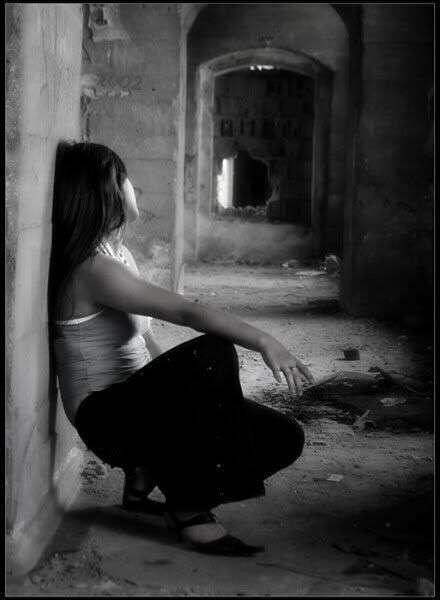 sad-alone-girl-on-stting-lovesove