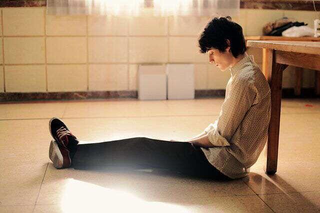 sad-boy-sitting-room-lovesove