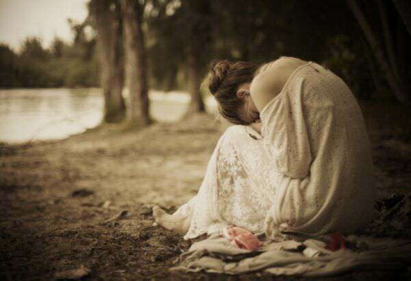 sad-alone-girl-crying-lovesove