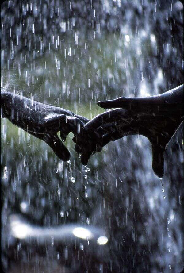 2 line romantic shayari in hindi, romantic shayari, hindi sweet shayari, cute-love-wallpaper-hand-in-hand-lovesove