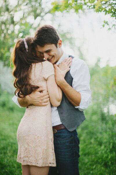cute-couple-dancing-together-lovesove