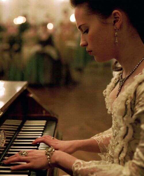 girl-piano-sad-lovesove