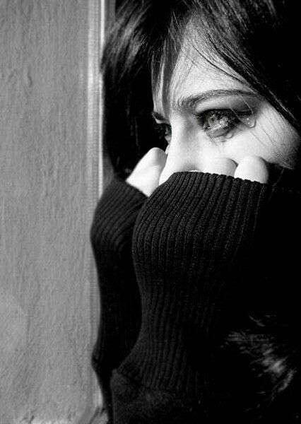 crying-girl-missing-lovesove