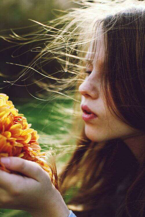 cute-girl-flowers-sun-hairs-lovesove