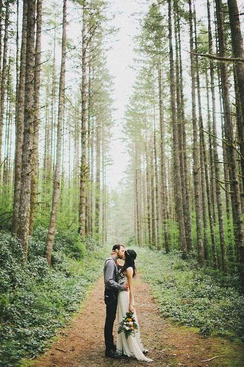 cute-love-couple-hugs-kisses-lovesove