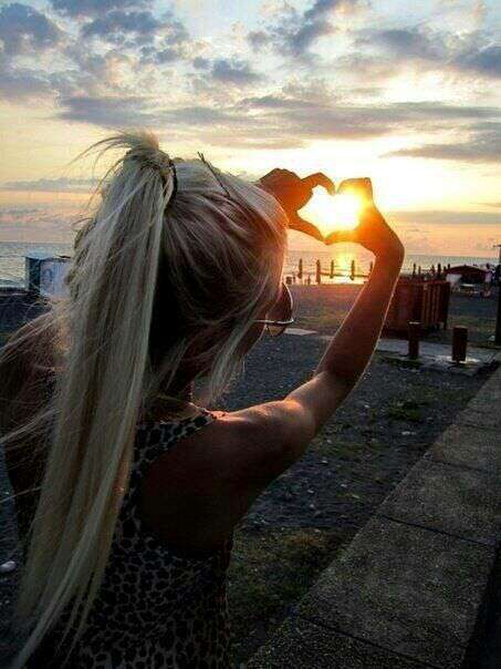 girl-making-heart-sun-lovesove