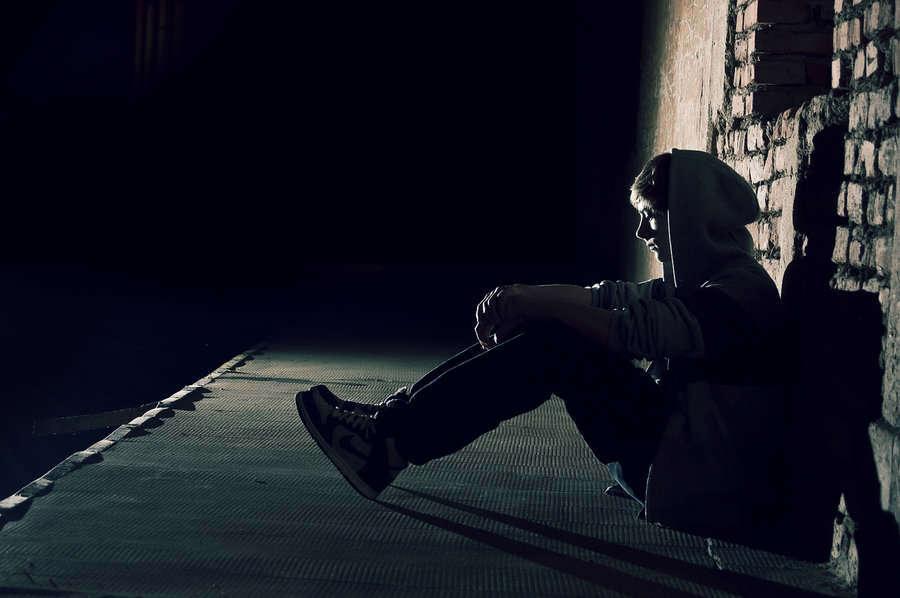 alone-girl-missing-lover-sad-image-hd-lovesove