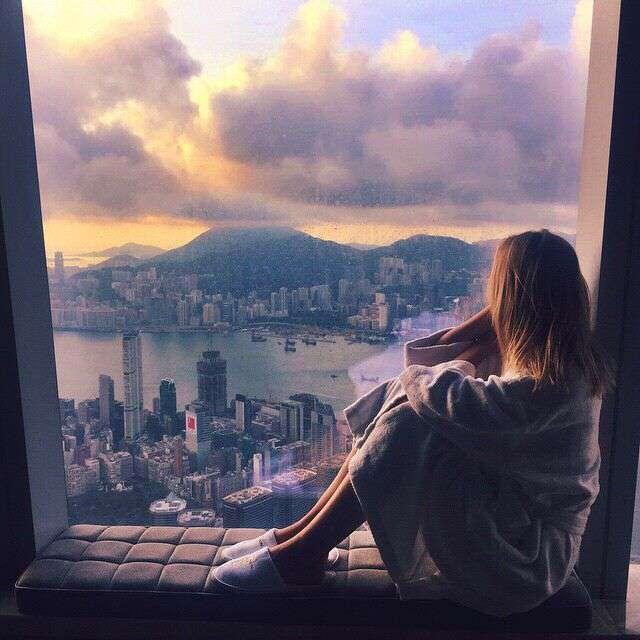 cute-girl-sitting-on-window-lovesove