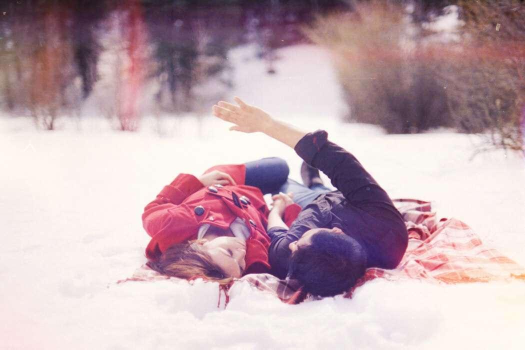 wallpaper-love-couple-snow-snowflakes-trees-winter-lovesove
