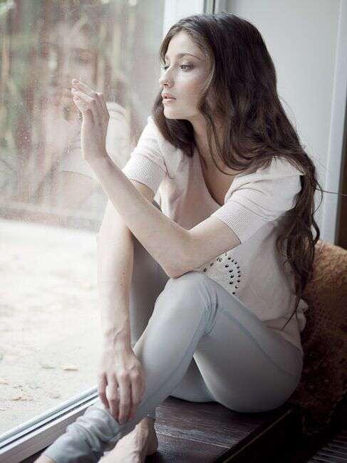 alone-girl-sitting-near-window-lovesove