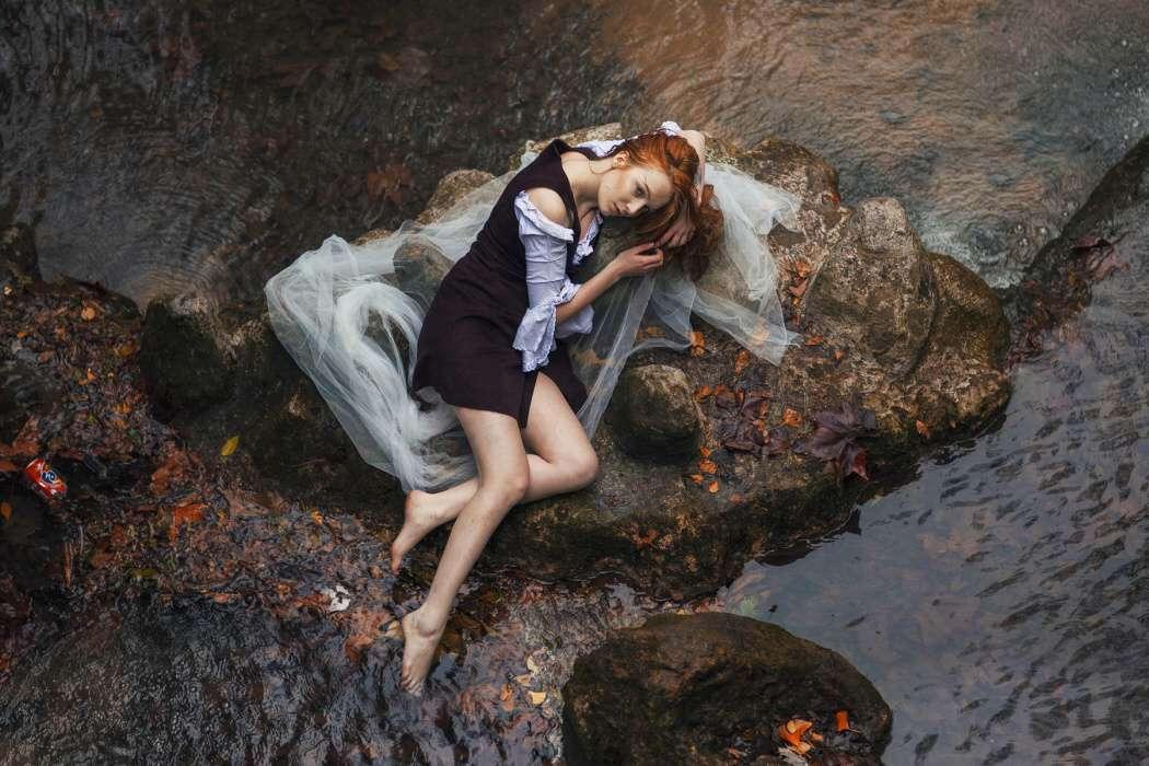 girl-sad-love-unhappy-t2