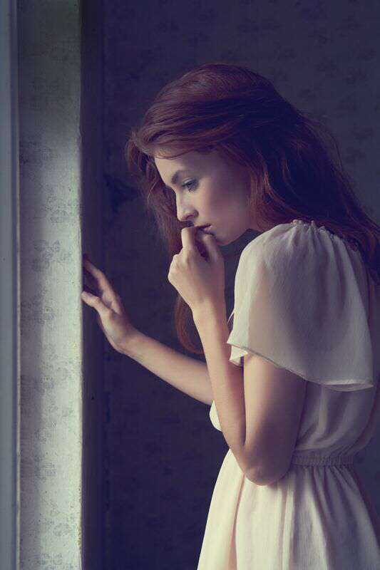 sad-gitl-thinking-missing-lovesove