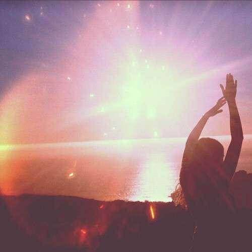sun-shine-girl-praying-lovesove
