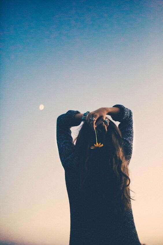 sad-girl-watching-sky-lovesove