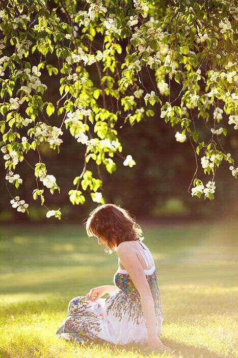 sad-girl-alone-in-garden-lovesove