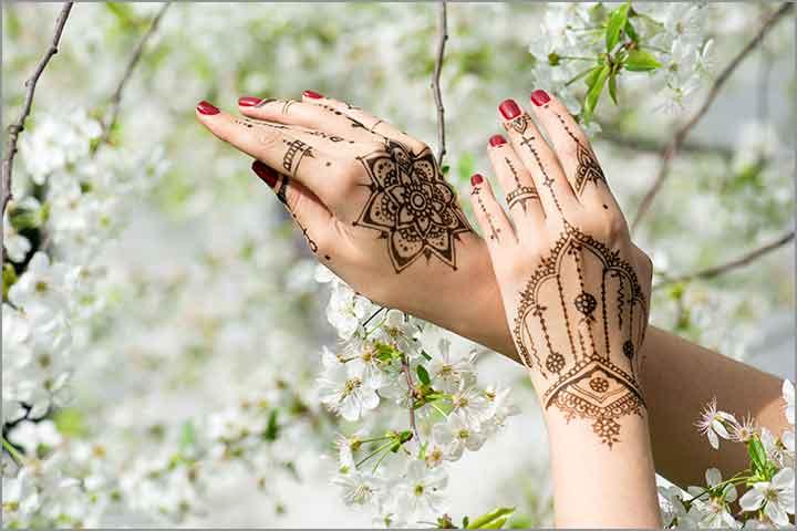 50+ Mesmerising Mehndi Designs For Ceremonies & Wedding, Wedding Mehndi Designs, bracelet and floral combo for mehndi design