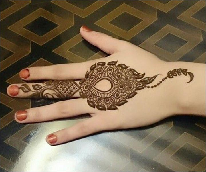 Mehndi Design Photo, Mehndi Style, Mehndi Ke Design, Mehndi Photo, Unique Mehndi Design, Back Hand Mehndi, Mehndi Ideas, Mehndi Very Easy Design, Mehndi Jewellery Design