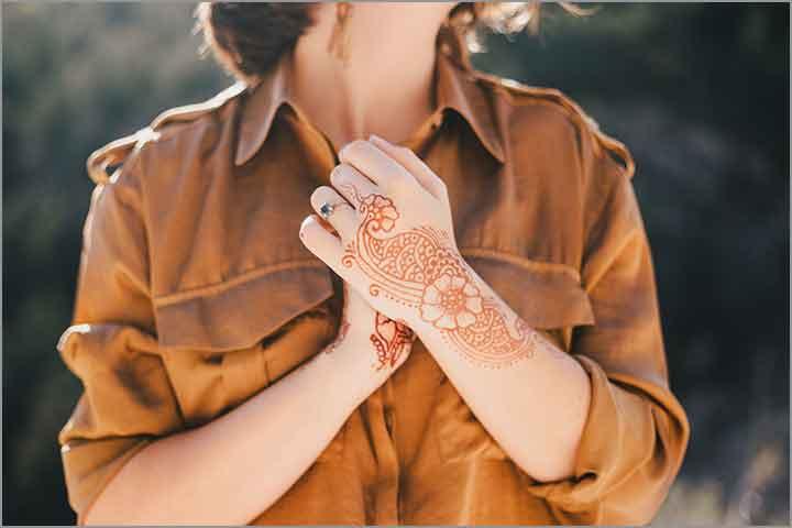 50+ Mesmerising Mehndi Designs For Ceremonies & Wedding, Wedding Mehndi Designs, flowery twist mehndi design
