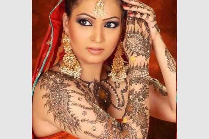 Bridal Mehndi Getup, Bridal Mehndi With Ganesh, Bridal Mehndi With Chura, Bridal Mehndi Hashtags, Bridal Mehndi 2018 Latest, Bridal Mehndi Gana, Bridal Mehndi Rakhna, Bridal Modern Mehndi, Bridal Mehndi New Style, Quick Bridal Mehndi, Bridal Mehndi Hand Image, Bridal Mehndi Foot Design, Bridal Mehndi Designs For Leg, Bridal Mehndi Hand