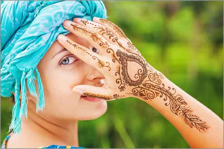 50+ Mesmerising Mehndi Designs For Ceremonies & Wedding, Wedding Mehndi Designs, peacock inspired leaf mehndi design for hands