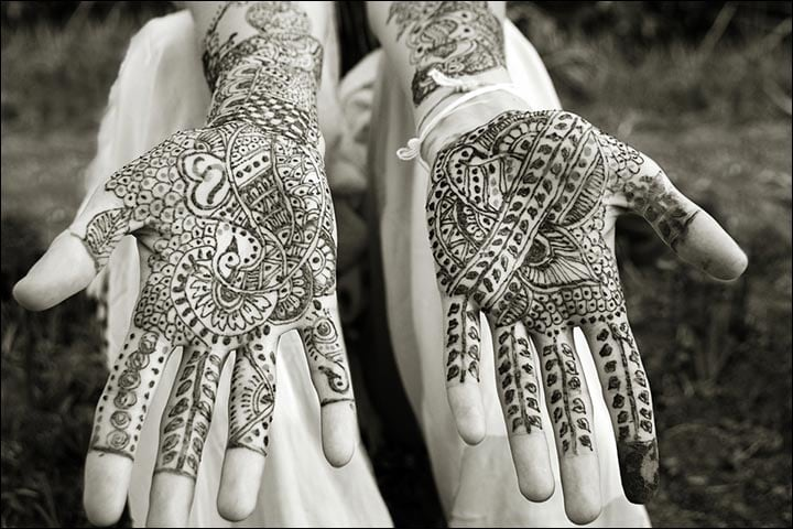 Traditional Mehndi Ceremony, Traditional Back Hand Mehndi Designs, Traditional Mehndi Designs For Bride, Traditional Mehndi Art