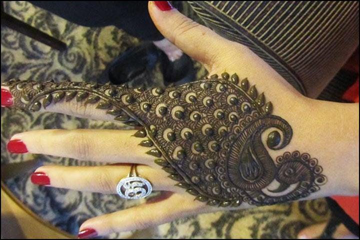 Traditional Leg Mehndi Designs, Traditional Mandala Henna Design, Traditional Mehndi And Dholki Songs List With Lyrics, Traditional Mehndi Culture, Traditional South Indian Mehndi Designs