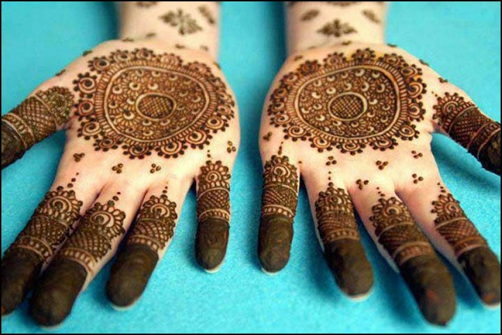 Traditional Mehndi Ceremony, Traditional Back Hand Mehndi Designs, Traditional Mehndi Designs For Bride, Traditional Mehndi Art, Traditional Henna Cones
